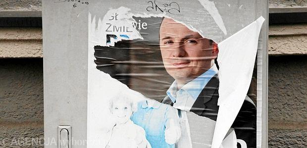 Zniszczony plakat wyborczy Łukasza Gibały, Kraków, jesień 2011
