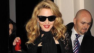 Madonna w okularach słonecznych