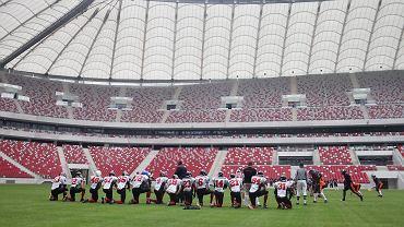 Futboliści Warsaw Eagles podczas meczu pokazowego z Warsaw Spartans na Stadionie Narodowym