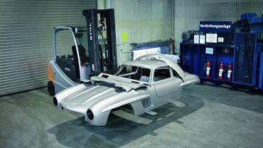 Nadwozie będące kopią modeli 300 SL Gullwing zostało oddzielone od podwozia i zniszczone
