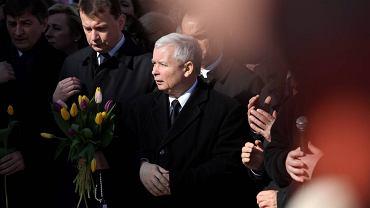 Jarosław Kaczyński podczas uroczystości na Krakowskim Przedmieściu