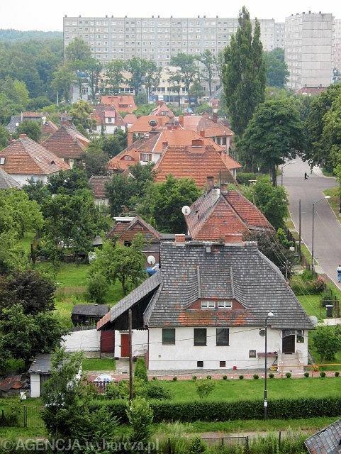 Katowice, Giszowiec. W 1908 roku powstała kolonia na sześćset rodzin z niską, najwyżej dwukondygnacyjną, wolno stojącą zabudową. Budynki miały różną wielkość, zróżnicowane bryły i detale  / BARTLOMIEJ BARCZYK / AG