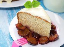 Ciasto jogurtowe z sosem śliwkowym - ugotuj
