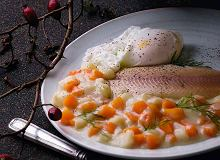 Wędzona ryba w mleku z jajkiem w koszulce - ugotuj