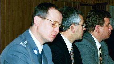 Marek Papała (pierwszy od lewej) podczas konferencji Leszka Millera, 1997 r.
