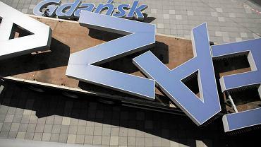 Demontaż napisu PGE Arena na czas Euro 2012