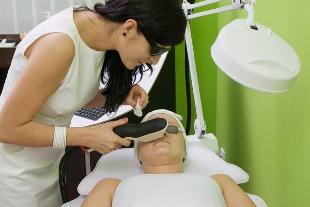 Aby depilacja laserowa była skuteczna konieczne jest wykonanie minimum trzech takich serii, w odstępie 2 - 3 miesięcy