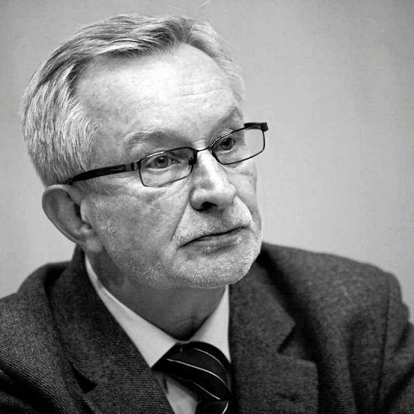 Tomasz Wołek publicysta polityczny i sportowy, autor prac poświęconych piłce nożnej, działacz opozycji w PRL. Publikuje m.in. w