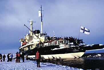 Finlandia: Maszyny stop! Pora na kąpiel! czyli lodołamacz Sampo w Zatoce Botnickiej.