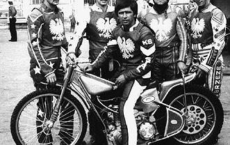 To zdjęcie zrobił przed laty Mirosław Wieczorkiewicz. 1984 rok. Przed meczem Polska - Włochy w Gorzowie obok siebie Bolesław Proch (drugi z lewej) i Edward Jancarz