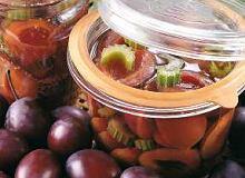Śliwki z selerem i gorczycą - ugotuj