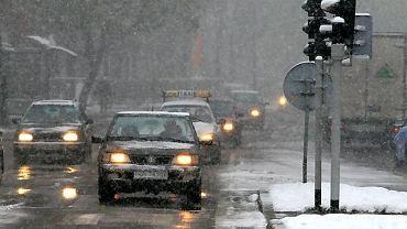 Sól nie tylko topi śnieg na drogach ale przyspiesza też korozję naszych aut