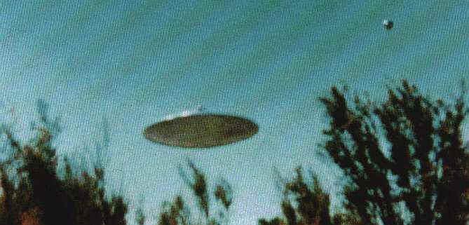 UFO na niebie (fot. za ufoevidence.org)