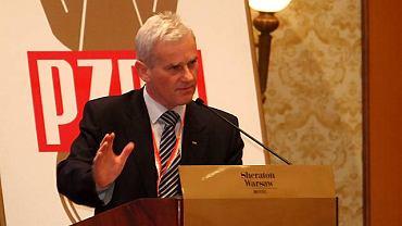 Michał Listkiewicz przemawia podczas zjazdu PZPN, który miał zająć się problemem korupcji w polskim futbolu