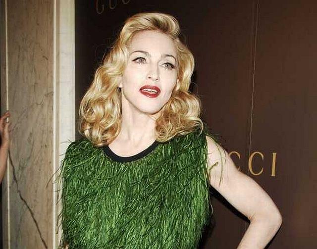 Na ostatnią imprezę Gucci i UNICEF Madonna włożyła bardzo oryginalną kreację. Sukienka, którą na sobie miała przypominała nieprzystrzyżony trawnik.