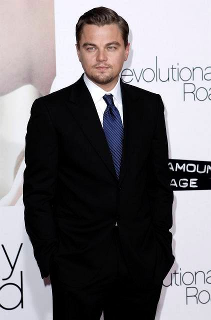 "Leonardo DiCaprio arrives at the premiere of ""Revolutionary Road"" in Los Angeles on Monday, Dec. 15, 2008.  (AP Photo/Matt Sayles)"