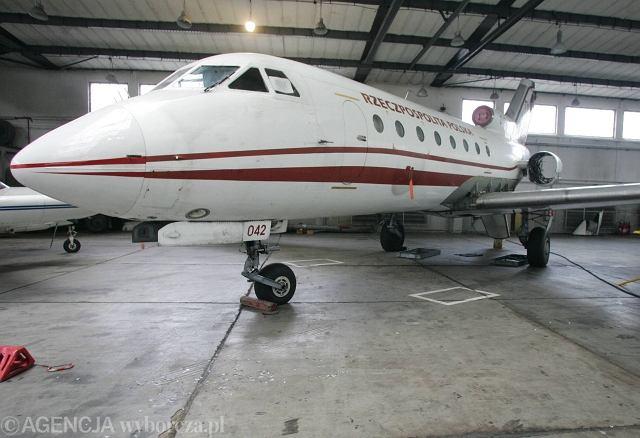 Samolot rządowy Jak-40. Jego załoga ostrzegała Tu-154 przed gęstniejącą mgłą