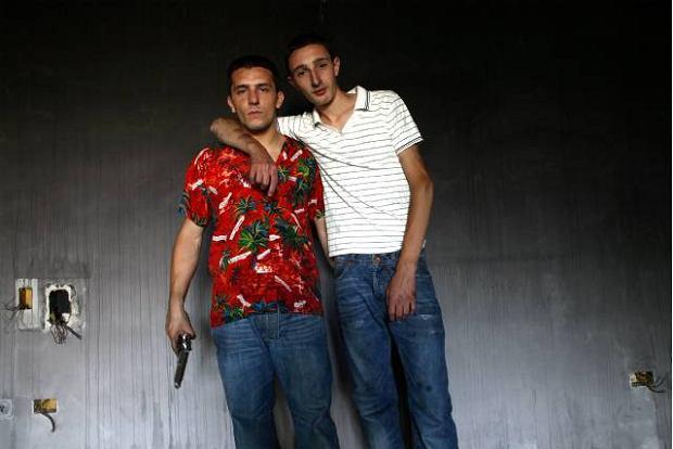 W filmie 'Gomorra' jest dwóch młodziaków, którzy, ukradłszy broń mafii,sądzą,że będą mogli robić skoki pod nosem camorry