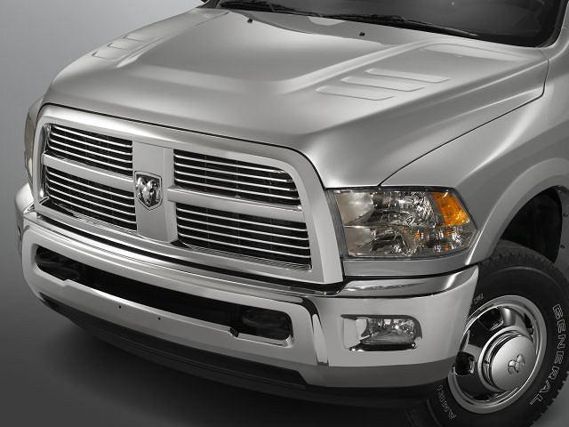 Dodge Ram 3500 Laramie - groźny wygląd 1500-ki został zaadoptowany do większych modeli