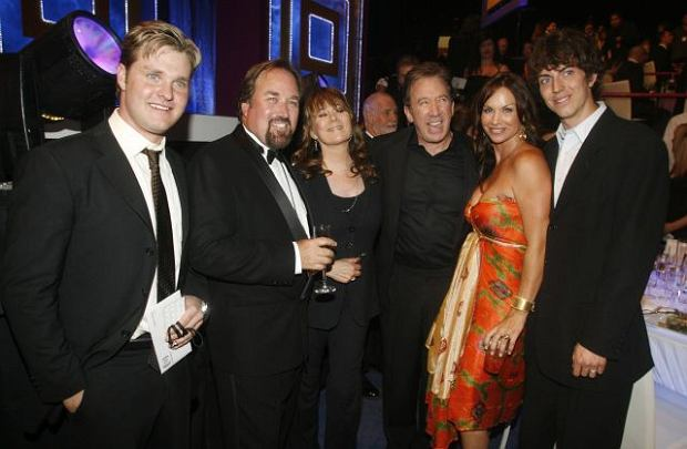 "Cast members of ""Home Improvement"" (L-R) Zachary Ty Bryan, Richard Karn, Patricia Richardson, Tim Allen, Debbe Dunning and Taran Noah Smith pose before the the taping of the 7th annual TV Land Awards in Los Angeles, California April 19, 2009. The awards show honors classic TV shows and willl be telecast April 26 on the TV Land cable channel.  REUTERS/Fred Prouser  (UNITED STATES ENTERTAINMENT)"