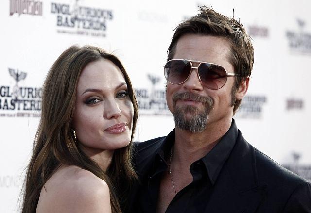 W Los Angeles odbyła się uroczysta premiera filmu 'Bękartów wojny', w którym Brad Pitt gra jedną z głównych ról. Aby ukrócić plotki o problemach w związku, zabrał ze sobą Angelinę Jolie. Tylko jak się na nich patrzy, trudno oprzeć się wrażeniu, że coś między nimi jest nie tak.