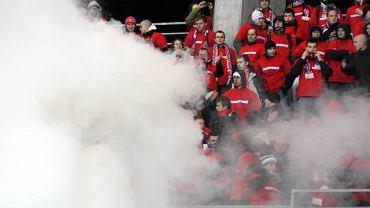 Petardy odpalone w przerwie meczu Korony z Wisłą