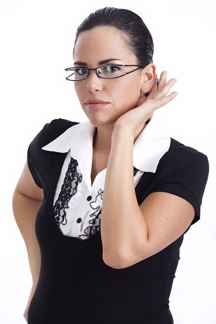 Jeżeli masz ubytek słuchu w obu uszach powinieneś porozmawiać ze specjalistą.