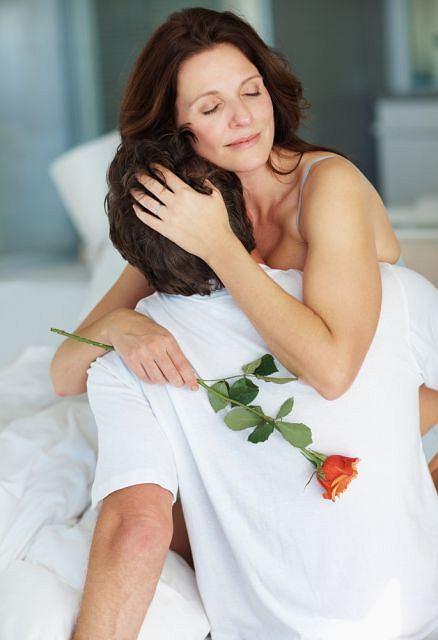 Bliskość i czułość są podczas seksu dla kobiety bardzo istotnymi elementami.