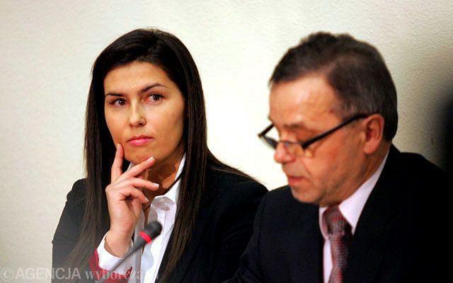 Wczoraj komisja śledcza ds. afery hazardowej przesłuchała córkę Ryszarda Sobiesiaka Magdalenę. Najgorętsze nazwisko w polityce elektryzuje. Jednak wszyscy chcieli zobaczyć właśnie ją - Madzię....