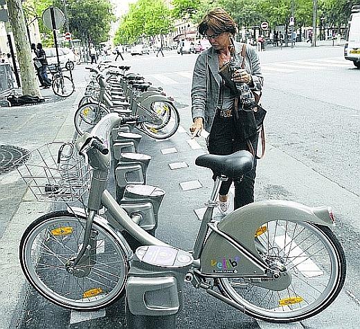 Operator ystemu rowerów publicznych w Vancouver będzie musiał podołać wielu problemom logistycznym, które nieznane są nigdzie na świecie.st ok. 20 tys. Przyczyną są obowiązkowe kaski.