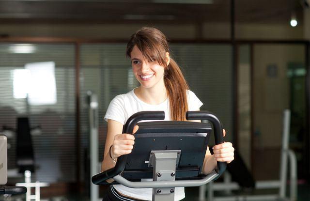 Dla osób prowadzących niezdrowy tryb życia niedobór ruchu może być groźny dla zdrowia.