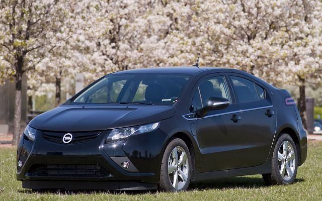 Pierwszy przedprodukcyjny Opel Ampera zjechał już z taśmy