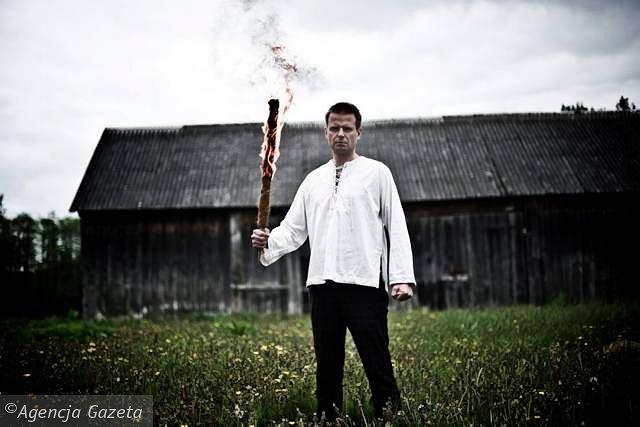 Rafał Betlejewski: - Ktoś stał wokół stodoły z grabiami i patrzył, pilnował. Co czuł? Poprzez inscenizację chciałbym odsłonić także jego sekret