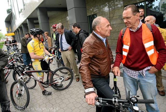 Ryszard Szurkowski i Czesław Lang na otwarciu parkingu rowerowego w siedzibie BGŻ przy ul. Kasprzaka