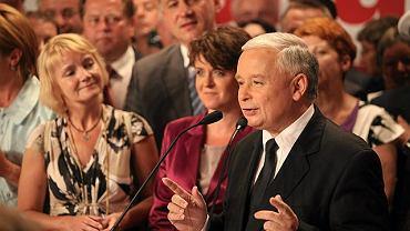 Jarosław Kaczyński podczas wieczoru wyborczego w swoim sztabie