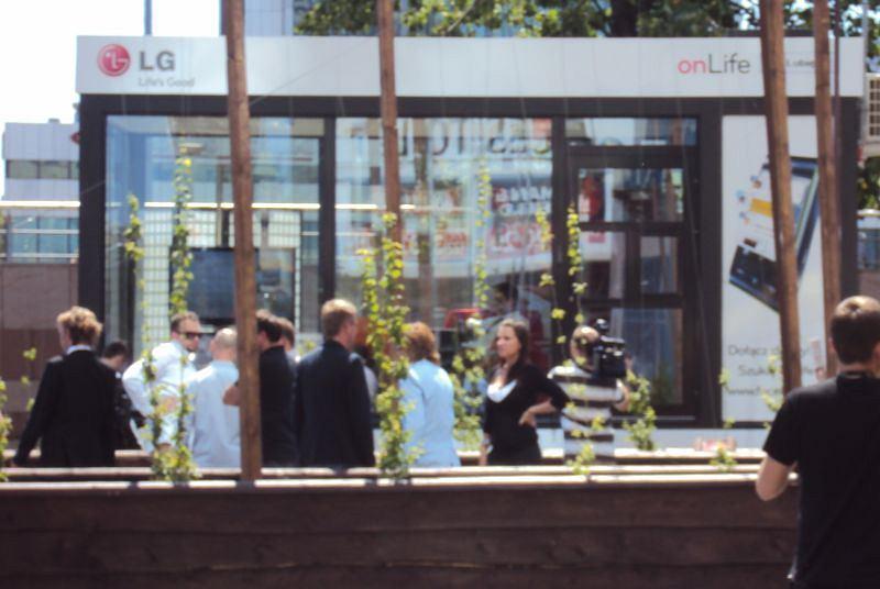 Rozpoczęcie projektu onLife - szklany sześcian w centrum Warszawy