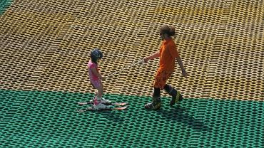 """Górka Szczęśliwicka: dzieci korzystają z darmowych atrakcji w ramach programu """"Lato w mieście"""""""