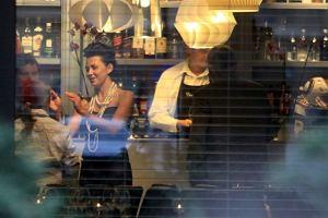 Anna Popek świętowała imieniny wraz ze znajomymi w restauracji Akademia Smaku. Wśród gości pojawiła się Agata Młynarska, Radek Majdan, Emilian Kamiński wraz z Justyną Sieńczyłło i znajomi z telewizji.