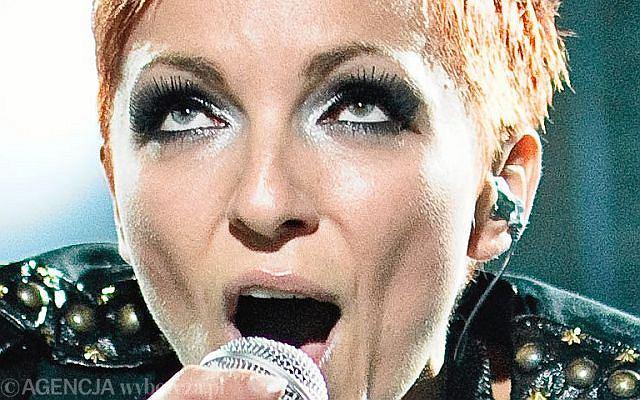 Ania Wyszkoni wraz z innymi artystami pojawili się na rzeszowskim rynku podczas koncertu dla powodzian.