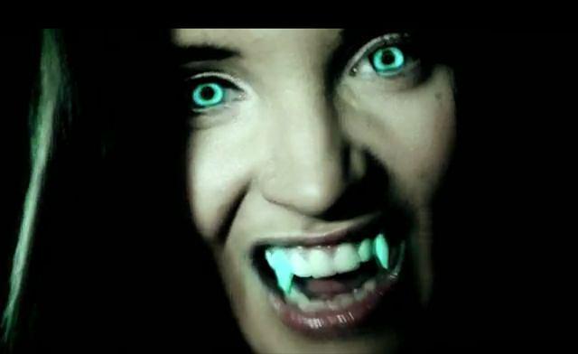 Marina na planie nowego klipu.