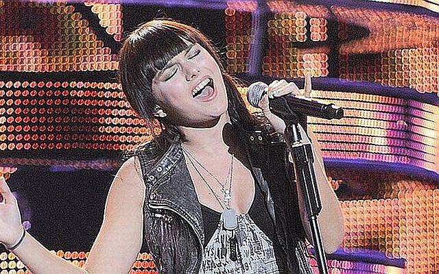 Ewa Farna dała naprawdę czadu w Opolu. Młodziutka wokalistka zaśpiewała swoje największe przeboje.