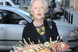 Beata Tyskziewicz podczas otwarcia butiku Caroliny Herery zaszalała. Wzięła tacę z mięsami i usiadła przed wejściem.