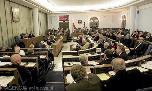 Senatorowie głosowali nad blisko 200 poprawkami
