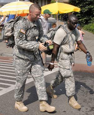 Vierdaagse: Dwuosobowa reprezentacja najpotężniejszej armii świata.