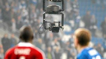 Poznań. Mobilna kamera ''Spidercam'' na meczu KKS Lech Poznań - Wisław Kraków. Lech poznań wygrał 4:1