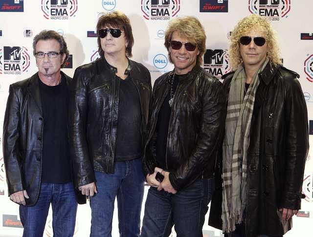 Zespół Bon Jovi w pełnym składzie. Panowie dostali tego wieczoru nagrodę MTV Icon.