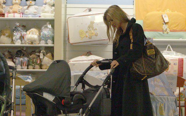 Paparazzi spotkali Joannę Krupę na zakupach w popularnym sklepie dla dzieci.