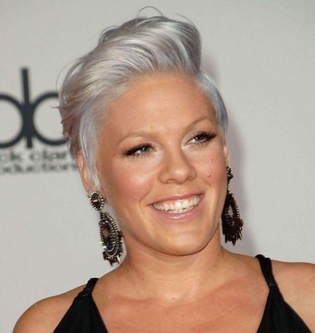 Nowy Trend Fryzjerski Siwe Włosy