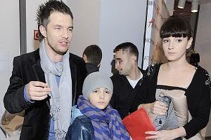 Otwarcie nowego salonu H&M przyciągnęło tłumy gwiazd wśród nich znalazł się Adam Sztaba z Dorotą Szelągowską i jej synem. Dorota jest córką pisarki Katarzyny Grocholi, a chłopiec jej wnuczkiem.
