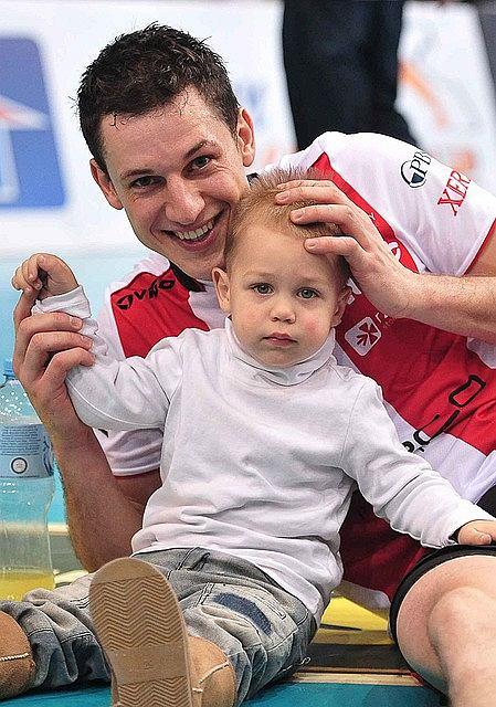 Alek Akhrem z synkiem